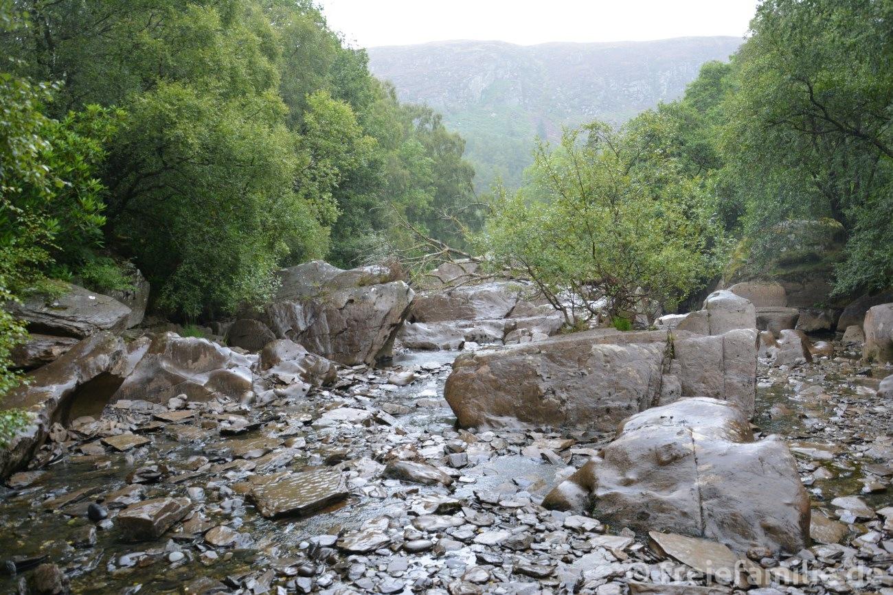 Ein Flussbett, in dem vor wenigen Minuten noch ein reißender Strom floss – eine unglaubliche Energie! (Wales, 2014)