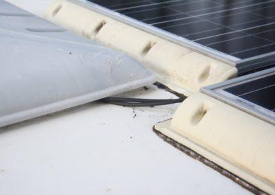 Kabeldurchführung am Dachfenster